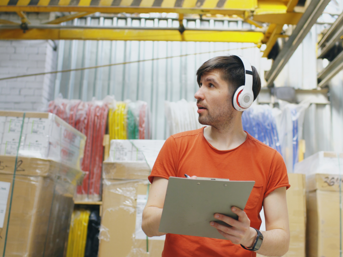 En Route to Smart Warehousing – and Why IoT Matters