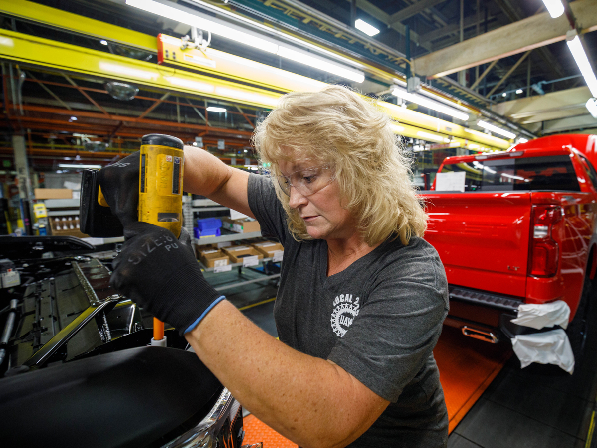 How The Strong Economy Is Hampering U S Manufacturing