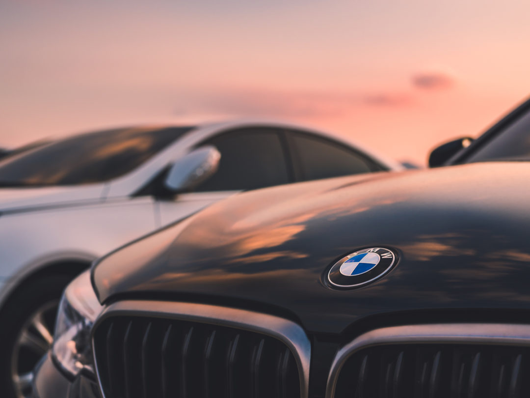 Luxury-Car Rivals Discuss Sharing Key Tech Components to Cut Costs