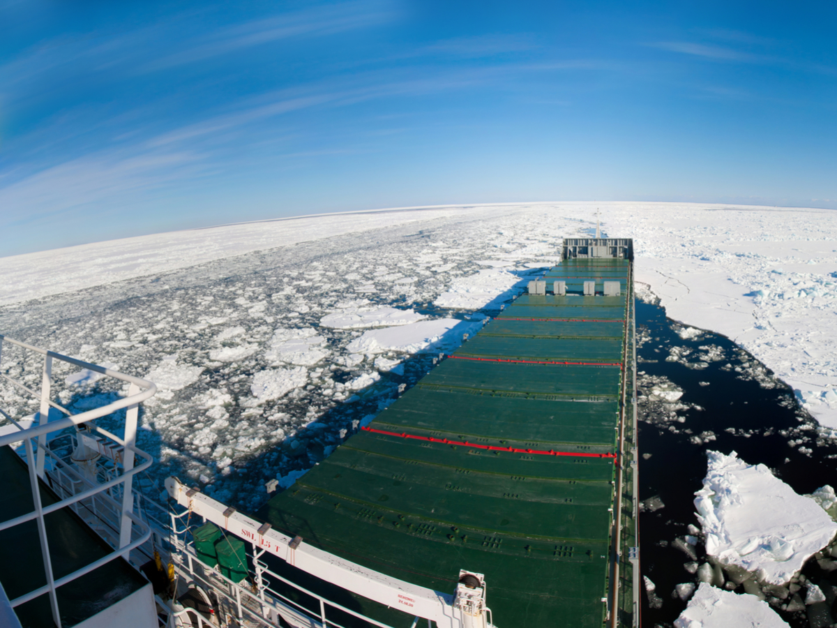 0412_icelandbuildsarcticport