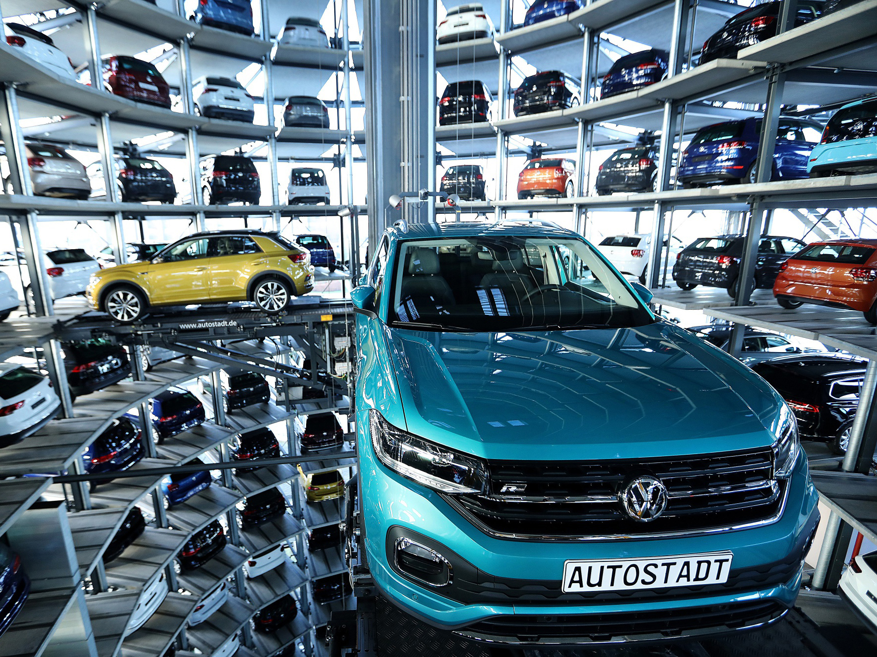 VW Brand to Trim as Many as 4,000 Jobs Amid Digital Overhaul