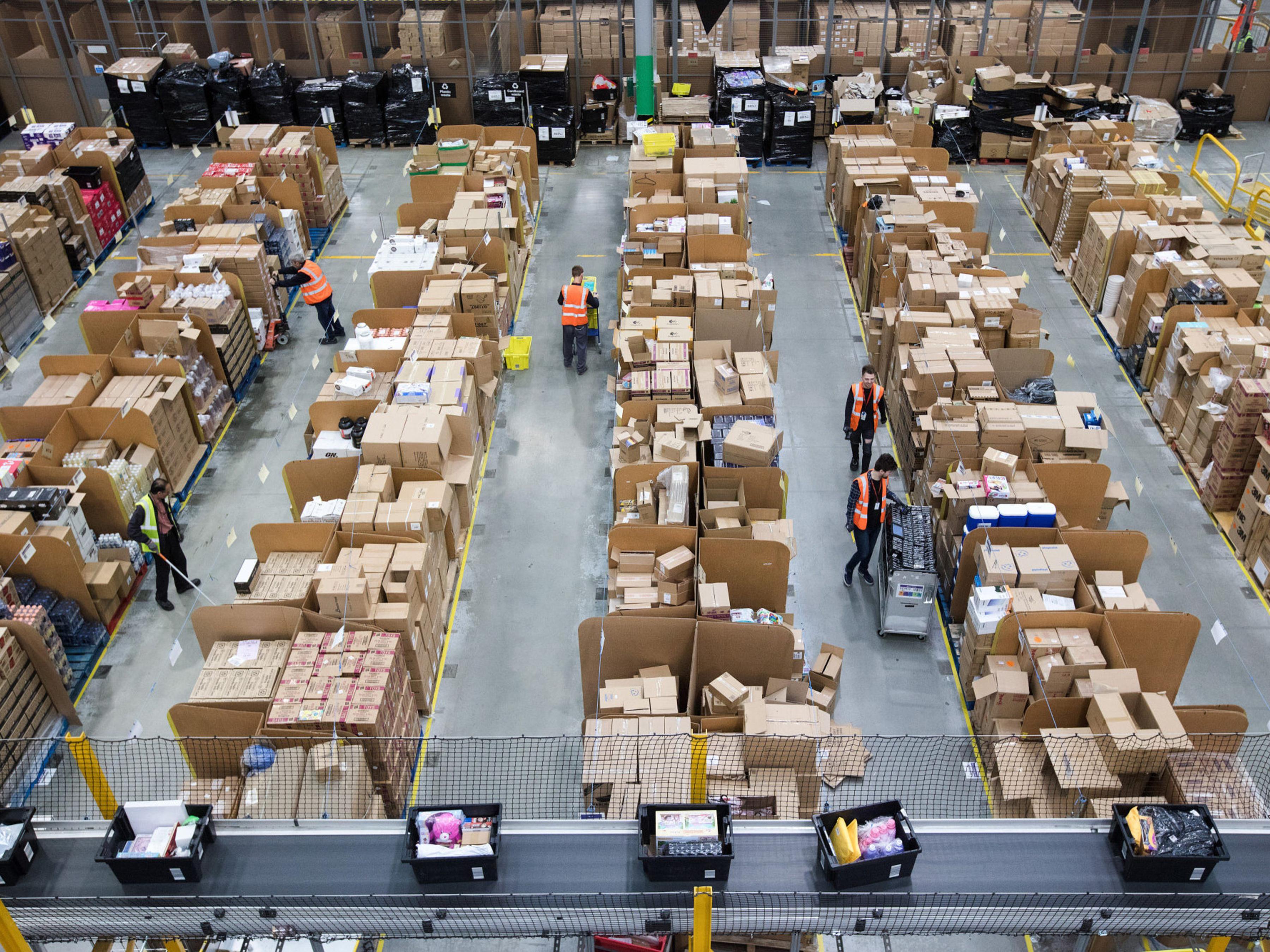 Amazon Tests Cheap Warehouses to Make Holiday Shopping Snafu-Free