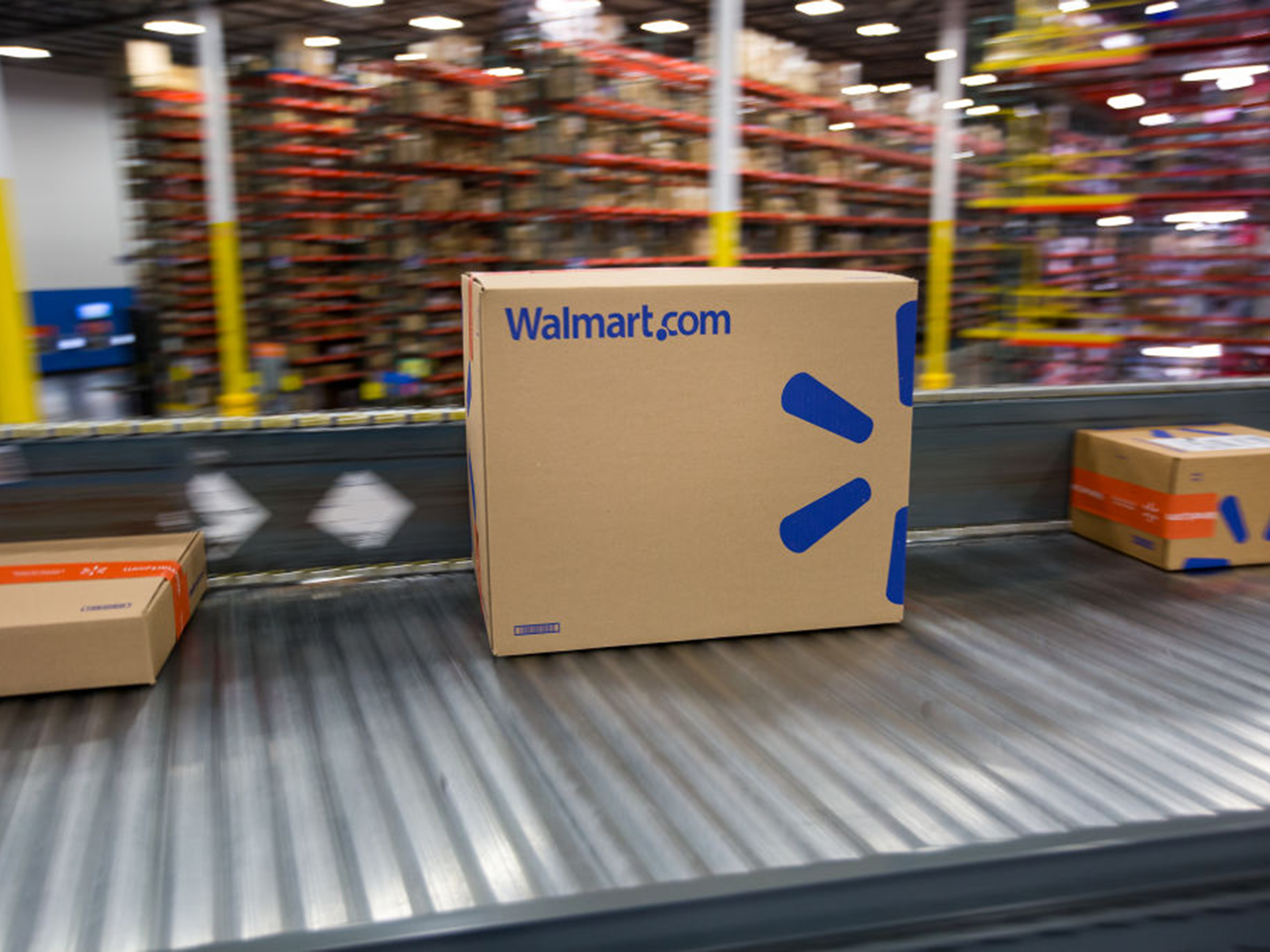 Walmart Warehouse Robots Are Latest Tool in Battle With Amazon