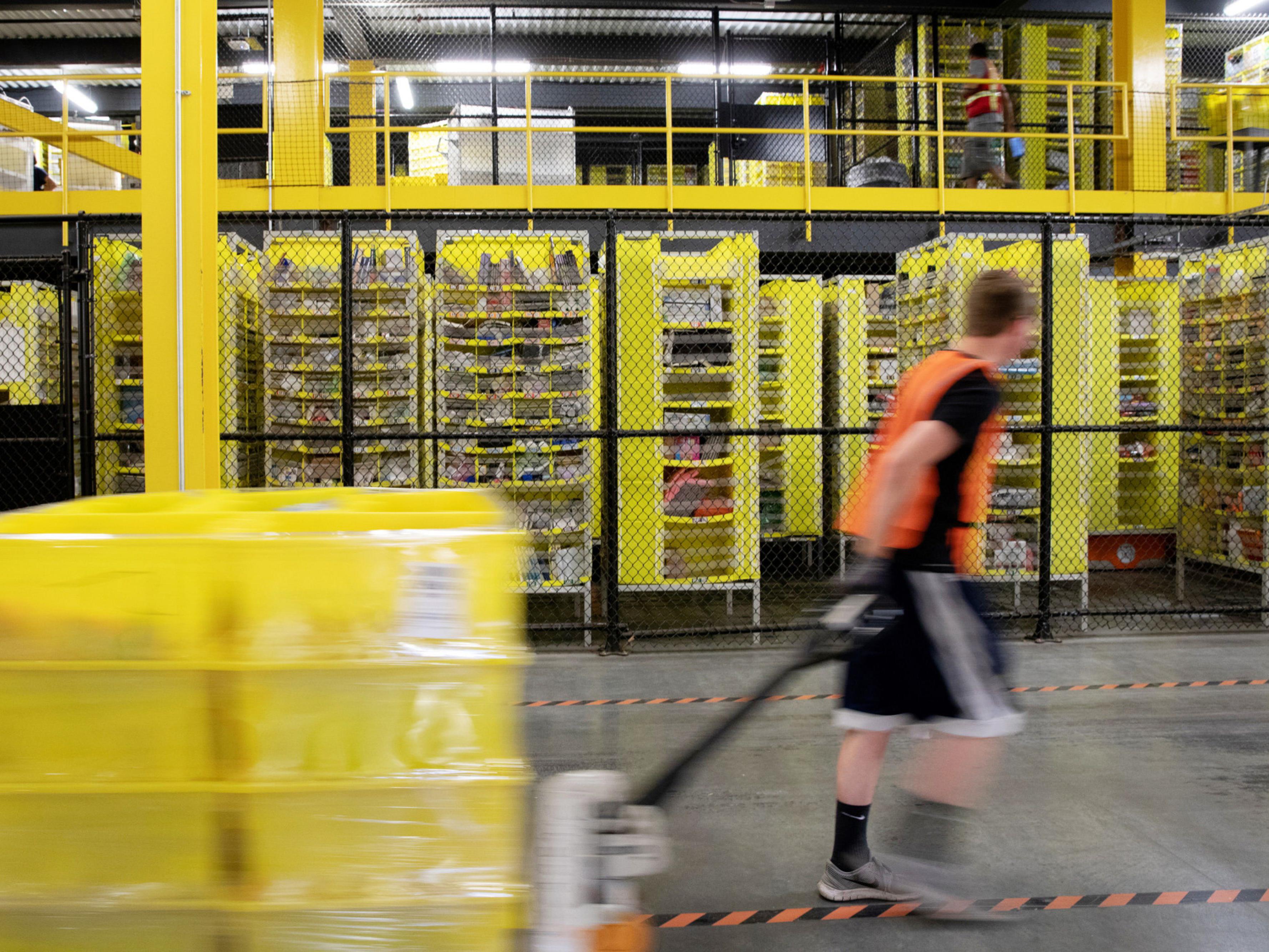 Amazon Confronts Unions Amid Coronavirus Chaos