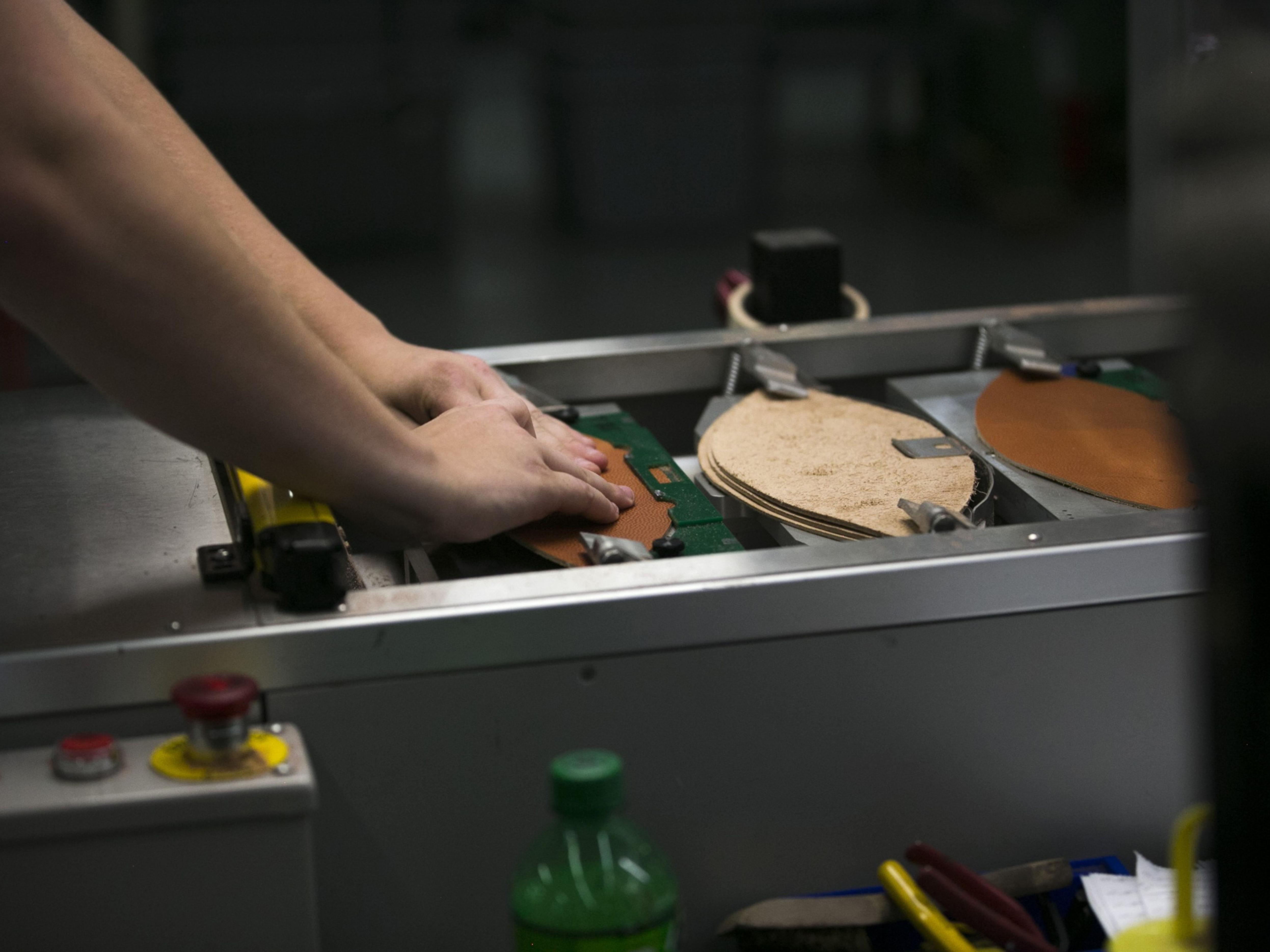 U.S. Manufacturing Gauge Pulls Back on Slower Orders, Production
