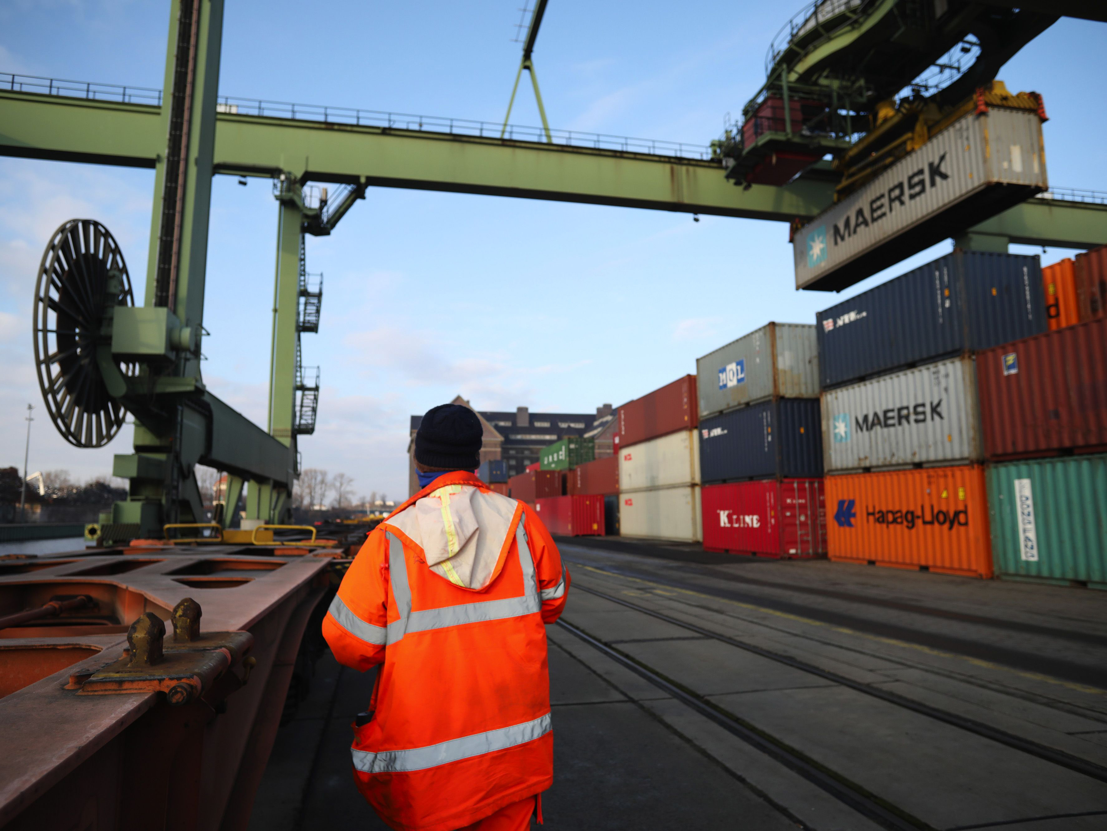 Major Exporters Take Unusual Steps to Ease Container Shortage