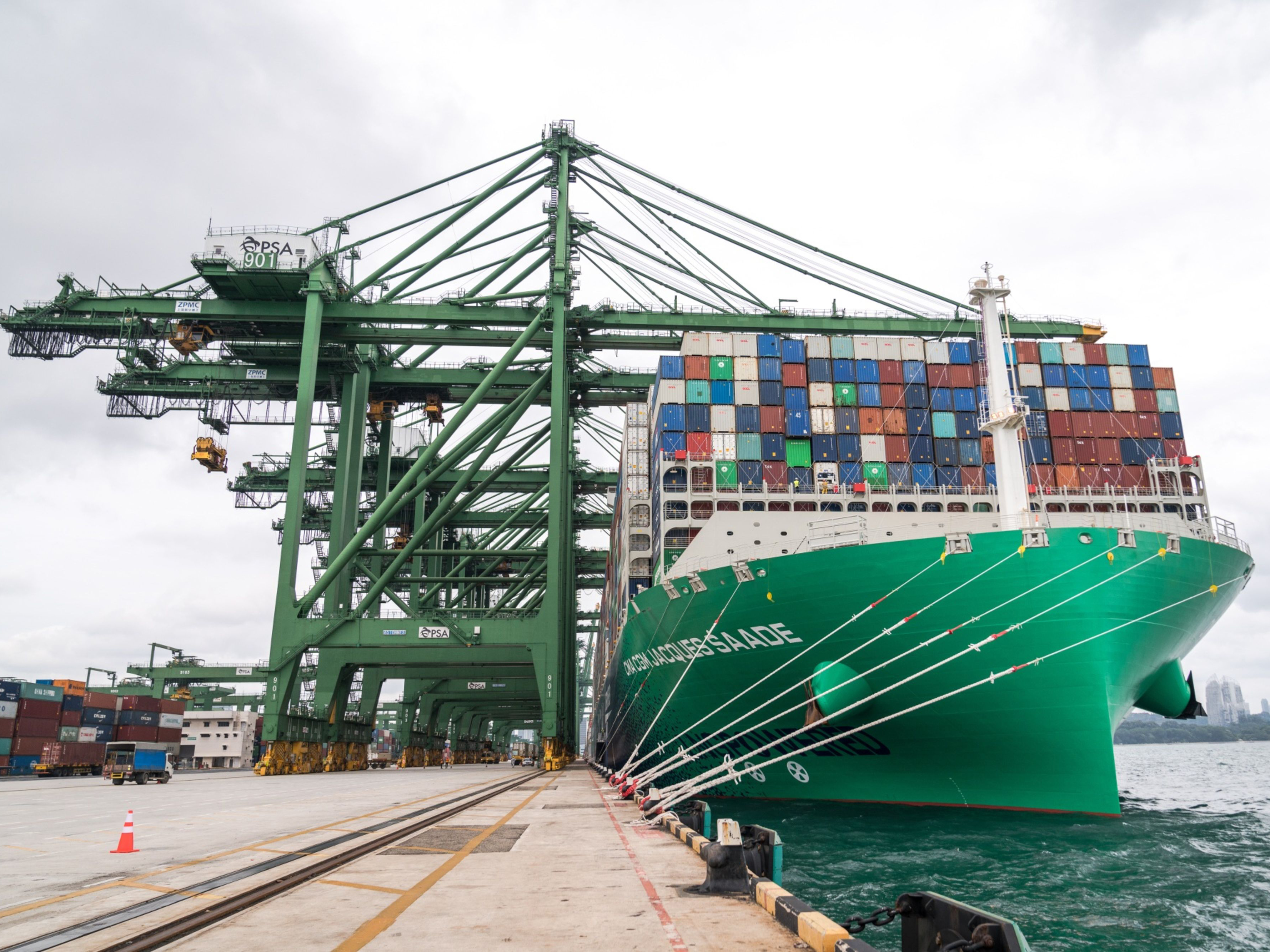 0512 lngcontainership crop
